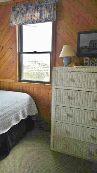 bedroom Queen 078
